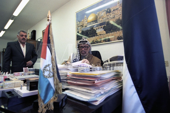 Yasser Arafat in his bunker05